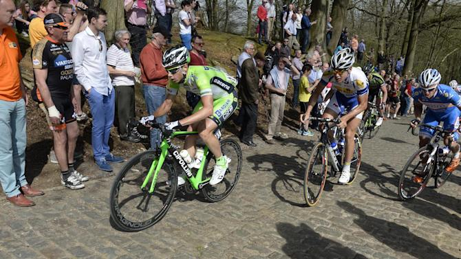 Giro d'Italia - Canola defies sprinters with stage 13 win