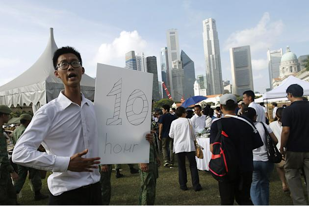 Singapore: Thousands queue for up to 10 hours to pay respects to former PM Lee Kuan Yew