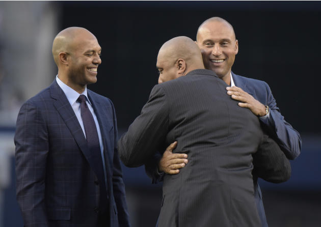 Jeter returns to Yankee Stadium as Williams' No. 51 retired