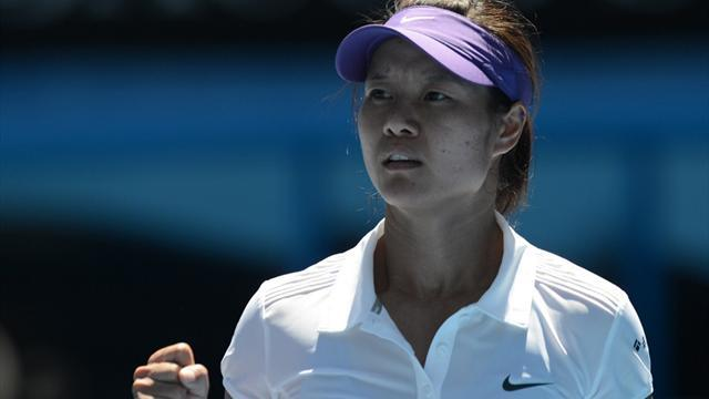 Australian Open - Li demolishes Sharapova to reach final