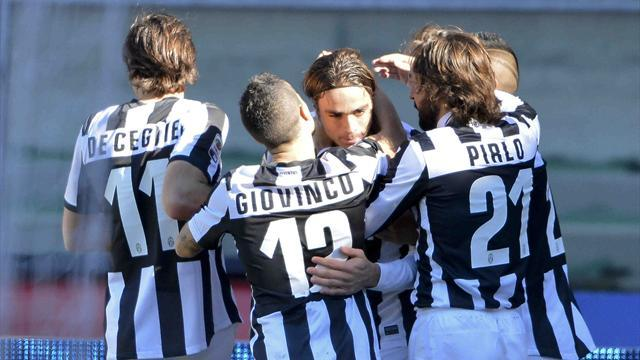 Serie A - Juventus beat Chievo to go three clear at top