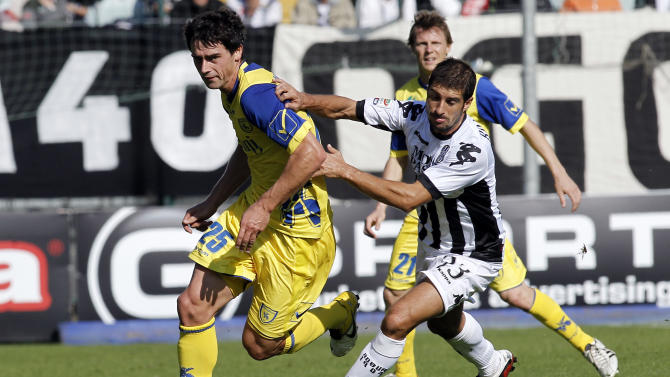 Chievo's midfielder Kamil Vacek of Czech Republic, left, and Siena's midfielder Franco Brienza challenge for the ball during their Serie A soccer match at the Artemio Franchi stadium in Siena, Italy, Sunday, Oct. 30, 2011. (AP Photo/Paolo Lazzeroni)
