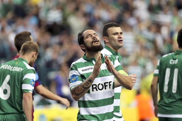 ML. Lisbon (Portugal), 24/04/2015.- Sporting CP's Joao Matos celebrates after scoring a goal against Barcelona during the UEFA Futsal semi-final between Spain's FC Barcelona and Portugal's