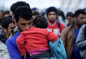 Migrants wait for transport  at transit camp in Ge…