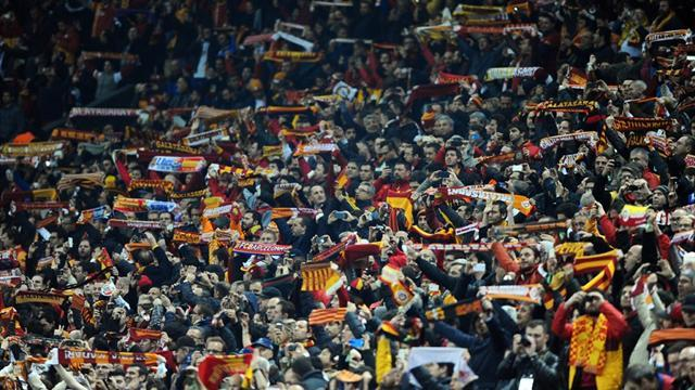 Champions League - Mourinho salutes 'incredible' Galatasaray fans