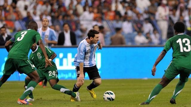 World Football - Messi fails in record bid as Argentina draw