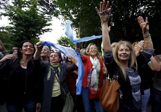 Followers of Argentine President-elect Macri cheer for him as he arrives for a meeting with President Cristina Fernandez de Kirchner at the Olivos residential palace in Buenos Aires