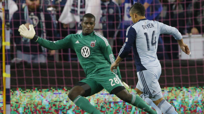 Dwyer sends Sporting to 1-0 win over United
