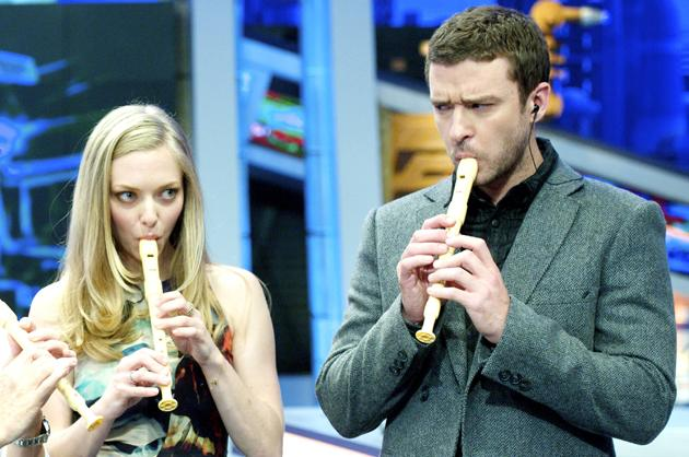 We know that Justin Timberlake and Amanda Seyfried are attractive, loaded and talented actors but we didn't realise they could play the recorder and everything. Some people have all the luck.