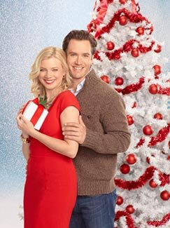 "Say cheese!: Amy Smart and Mark-Paul Gosselaar in ""12 Dates of Christmas"" (Bob D'Amico/ABC Family)"
