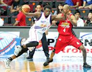 Air21's Michael Dunigan and Barako Bull's Evan Brock. (PBA Images)