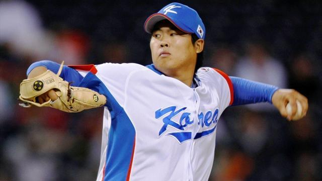 Baseball - Dodgers sign South Korean pitcher Ryu