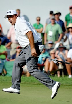 Angel Cabrera reacts on the 18th hole after just missing s birdie putt. (AP)