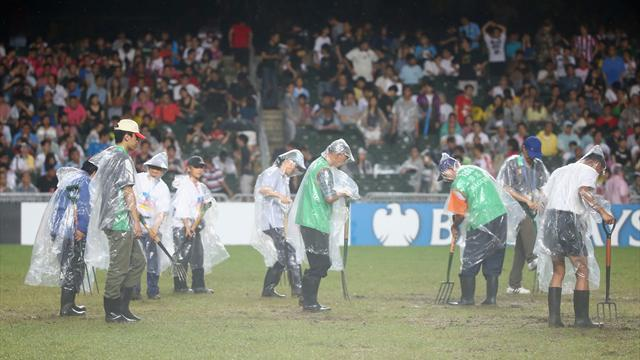 Premier League - United cancel training on Hong Kong pitch, match under threat