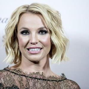 Britney Injures Ankle On Stage