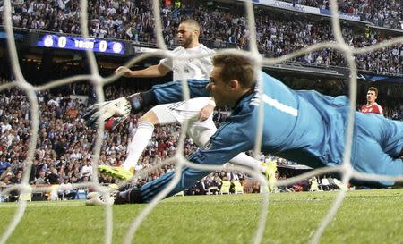 Real Madrid's Benzema scores against Bayern Munich's goalkeeper Neuer during their Champions League semi-final first leg soccer match at Santiago Bernabeu stadium in Madrid