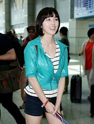 [Photo] Han Hye Jin leaving to London with a lovely smile