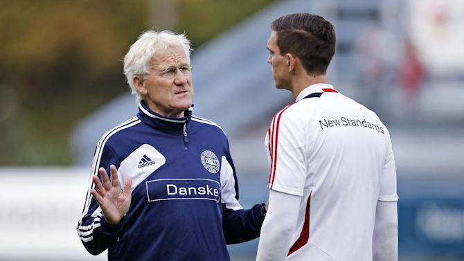 Denmark's coach Morten Olsen talkes to Danish captain Daniel Agger during a traning session with the Danish National Soccer team, Monday Oct. 7 2013 at Helsingor Stadium, Denmark. Denmark plays a decicive Would Cup qualifyier against Italy Friday Oct. 11. in Copenhagen