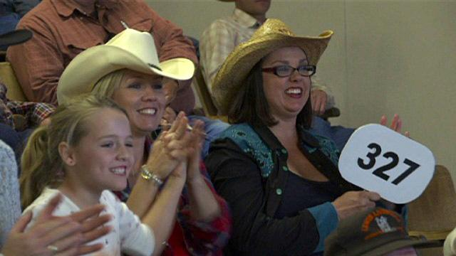 """Jennie decides to buy a cow on """"Jennie Garth: Little Bit Country."""""""