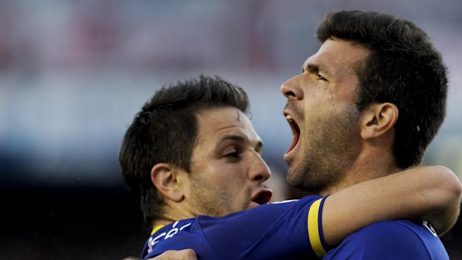 Boca Juniors' Emmanuel Gigliotti, right,  celebrates after scoring against  River Plate with teammate Juan Manuel Martinez during an Argentina's league soccer match in Buenos Aires, Argentina, Sunday, Oct. 6, 2013