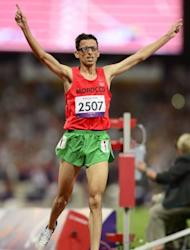 Marocco's El Amin Chentouf crosses the finish line to break the world record in the men's 5000m T12 at the Paralympic Games on September 3, 2012