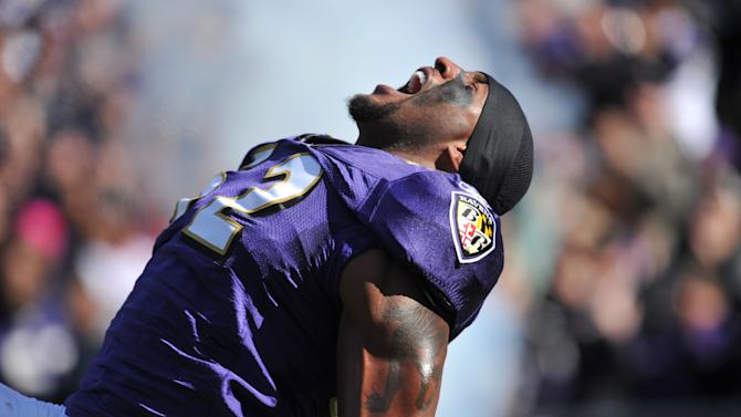 BALTIMORE - OCTOBER 30: Ray Lewis #52 of the Baltimore Ravens is introduced before the game against the Arizona Cardinals at M&T Bank Stadium on October 30. 2011 in Baltimore, Maryland. The Ravens defeated the Cardinals 30-27. (Photo by Larry French/Getty Images)