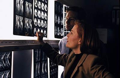 "Agent Dana Scully (Gillian Anderson, L) and Agent Fox Mulder (David Duchovny, R) investigate a murder linked to people who move faster than the eye can see in the ""Rush"" episode of Fox's The X-Files X-Files"
