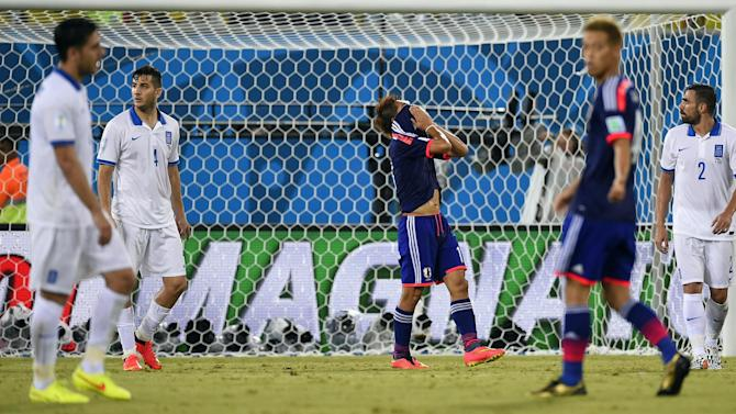 World Cup - Ten-man Greece hang on for draw against Japan