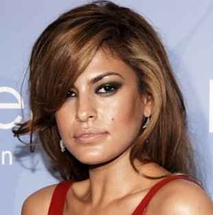 Eva Mendes rocking the smoky eye look (iStockphoto)