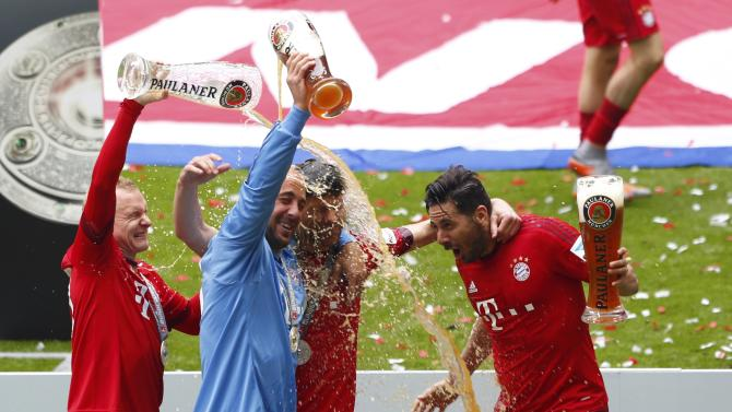 Bayern Munich's Rode, goalkeeper Reina, Alonso and Pizarro celebrate with beer after their final German first division Bundesliga soccer match of the season against FSV Mainz 05 in Munich