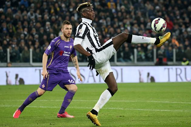 Juventus' French midfielder Labile Paul Pogba (R) controls the ball during the Italian Tim cup football match Juventus Vs Fiorentina on March 5, 2015 in Turin