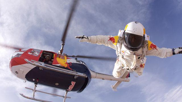 Daredevil Preps for 120,000-Foot Dive