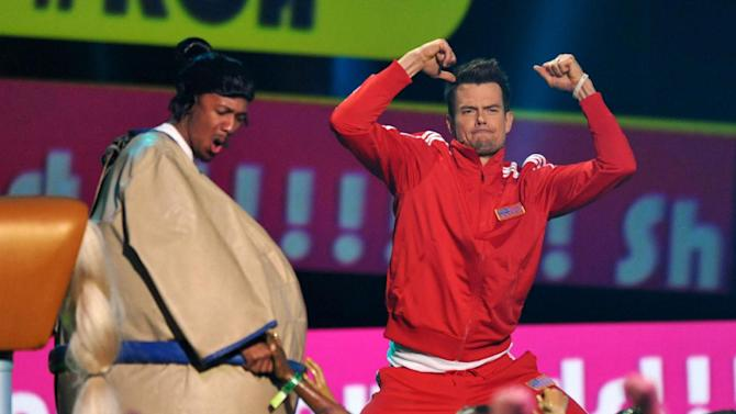 Host Josh Duhamel, right, speaks onstage at the 26th annual Nickelodeon's Kids' Choice Awards on Saturday, March 23, 2013, in Los Angeles. (Photo by John Shearer/Invision/AP)