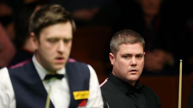 Snooker - Walden fends off Milkins to reach last eight