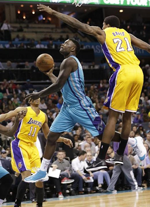Charlotte Hornets' Lance Stephenson (1) drives past Los Angeles Lakers' Ed Davis (21) during the first half of an NBA basketball game in Charlotte, N.C., Tuesday, March 3, 2015. (AP Photo/Chuc