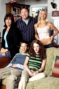 Clockwise from Ritter: John Ritter as Paul, Kaley Cuoco as Bridget, Amy Davidson as Kerry, Martin Spanjers as Rory and Katey Sagal as Cate ABC's 8 Simple Rules