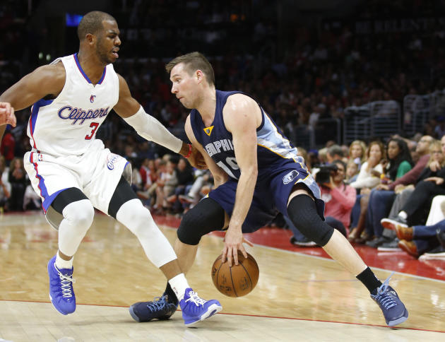 Memphis Grizzlies' Beno Udrih dribbles between the legs as Los Angeles Clippers' Chris Paul, left, defends during the second half of an NBA basketball game Saturday, April 11, 2015, in Los Ang