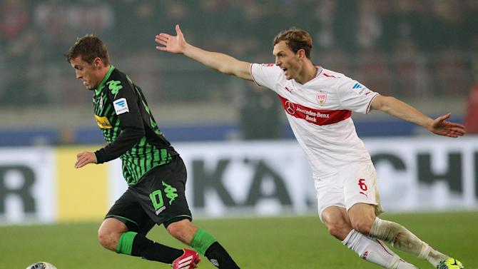Stuttgart's Georg Niedermeier, right, and Moenchengladbach's Max Kruse challenge for the ball during the German first division Bundesliga soccer match between VfB Stuttgart and Borussia Moenchengladbach Stuttgart, Germany, Friday, Nov. 22, 2013