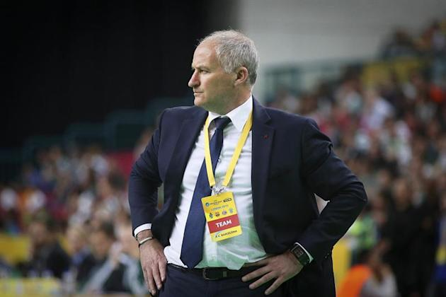 MAC. Lisbon (Portugal), 26/04/2015.- Barcelona's coach Marc Carmona reacts during the UEFA Futsal Cup final between Kairat and FC Barcelona at Meo Arena in Lisbon, Portugal, 26 April 2015. Kairat