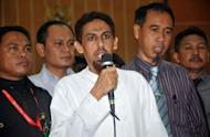 Indonesian terror suspect Umar Patek (C) apologizes to victims of the Bali bombings in 2002 and church attacks in 2000, after a hearing at the West Jakarta court on May 7