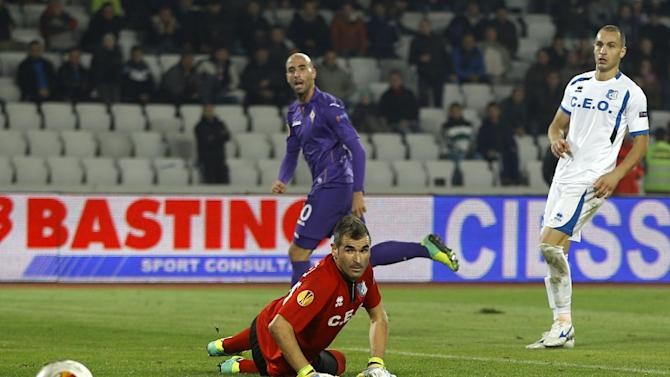 Fiorentina's Borja Valero, center, scores past Pandurii's goalkeeper Pedro Mingote, bottom, in the dying moments of a Europa League, group E match, between Fiorentina and Pandurii, at the Cluj Arena stadium in Cluj, Romania, Thursday, Nov. 7,  2013