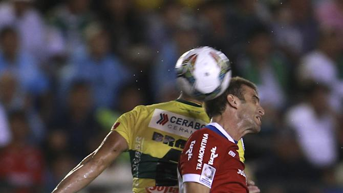 Mariano Brau of Bolivia's Oriente Petrolero, left, fights for the ball with Ivan Alonso of Uruguay's Nacional during a Copa Libertadores soccer match in Santa Cruz, Bolivia, Tuesday, Jan. 28, 2014