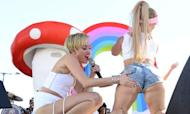 Miley Cyrus Twerks With Dwarf And Cries At Show