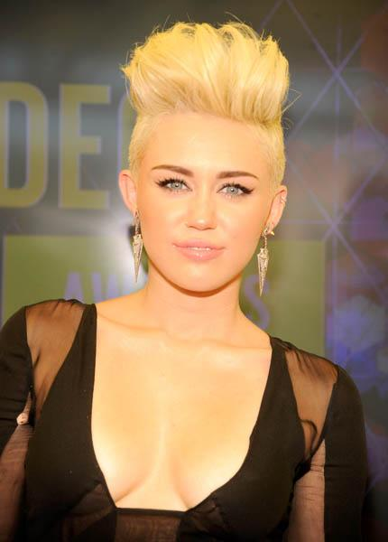 Must be the year of the platinum pompadour. Miley followed suit behind P!nk and accessorized HER 'do with spikes as well; hers, however, were limited to her ears. (Kevin Mazur/WireImage)
