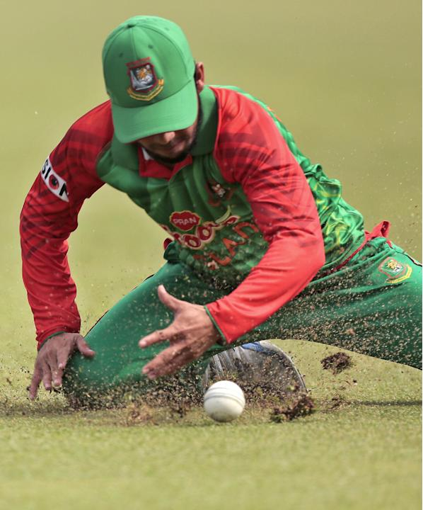 Bangladesh's Mominul Haque fields during the second one-day international cricket match against Pakistan in Dhaka, Bangladesh, Sunday, April 19, 2015. (AP Photo/ A.M. Ahad)