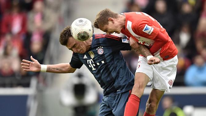 Mainz's Niko Bungert, right, and Bayern's Mario Mandzukic of Croatia challenge for the ball during  the German Bundesliga soccer match between FSV Mainz 05 and Bayern Munich in Mainz,  Germany, Saturday, March 22, 2014