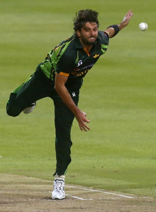 Pakistan's Shahid Afridi bowls to South Africa's AB de Villiers during their second Twenty20 cricket match in Cape Town