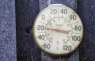 A backyard thermometer shows the temperature during winter in south Minneapolis, January 6, 2014. REUTERS/Eric Miller