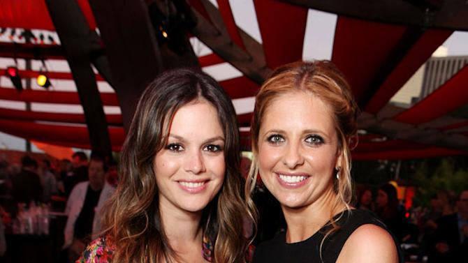 """Rachel Bilson of """"Hart of Dixie"""" and Sarah Michelle Gellar of """"Ringer"""" attend the CBS, The CW, and Showtime 2011 Summer TCA Party at The Pagoda on August 3, 2011 in Beverly Hills, California."""