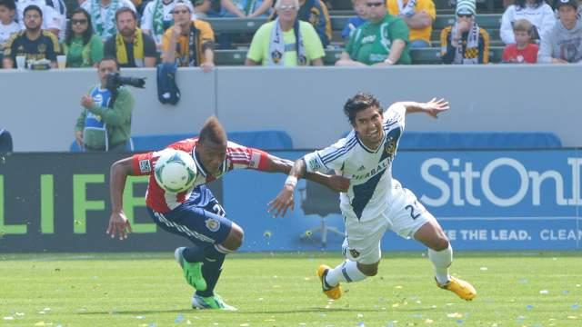 Chivas USA 0-1 LA Galaxy: Gyasi Zardes settles the derby